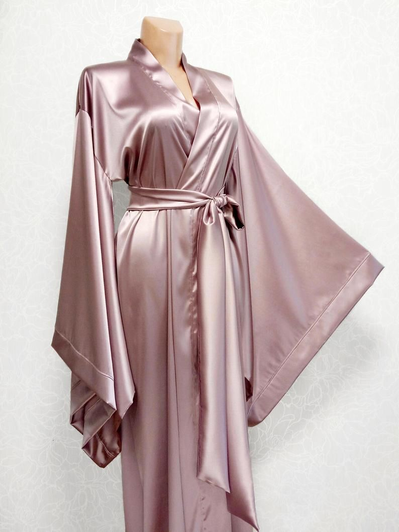 Things to consider while buying silk robes